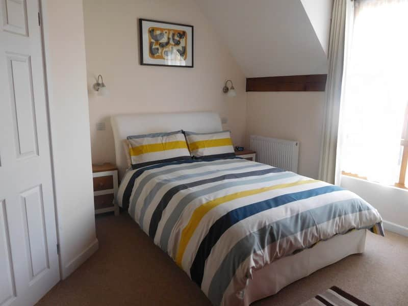 room-5-stripe-1